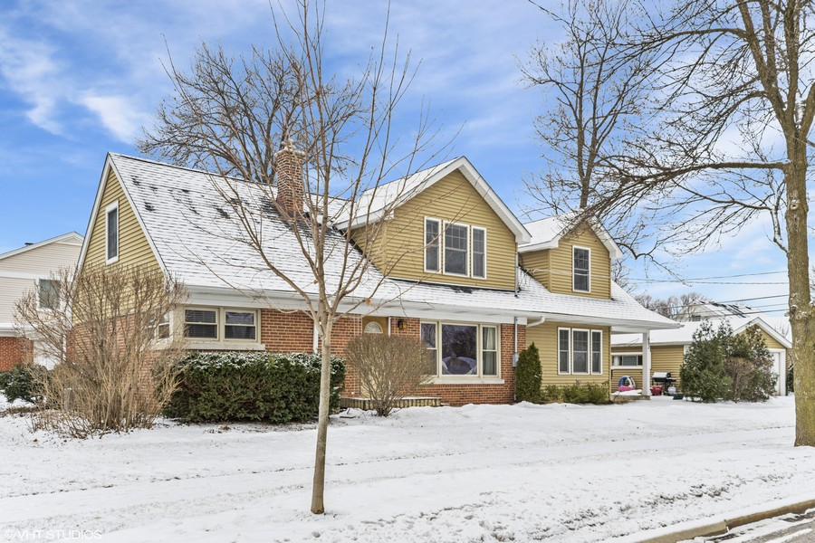 Real Estate Photography - 602 S Vail Ave, Arlington Heights, IL, 60005 - Front View