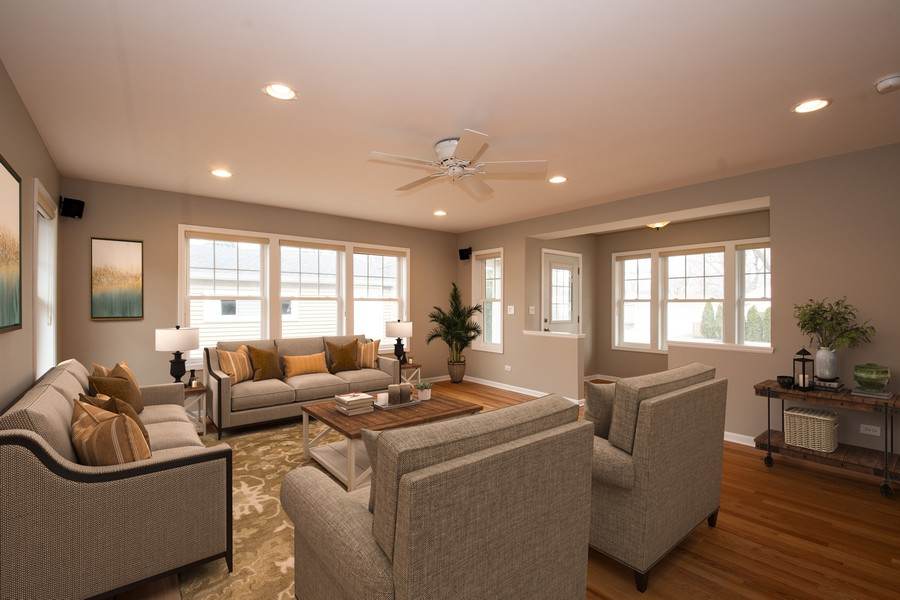 Real Estate Photography - 602 S Vail Ave, Arlington Heights, IL, 60005 - Living Room