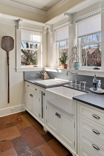 Real Estate Photography - 5402 North Magnolia, Chicago, IL, 60640 - Kitchen