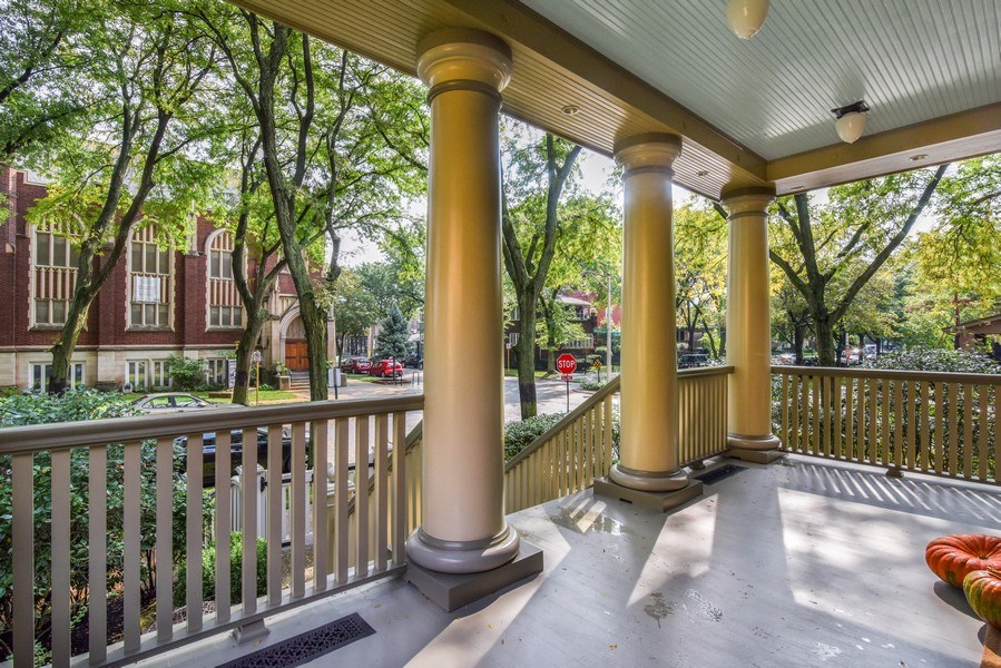 Real Estate Photography - 5402 North Magnolia, Chicago, IL, 60640 - Porch