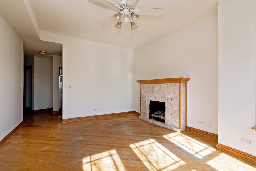Real Estate Photography - 927 W. Brummel Street #3, Evanston, IL, 60201 - Living Room