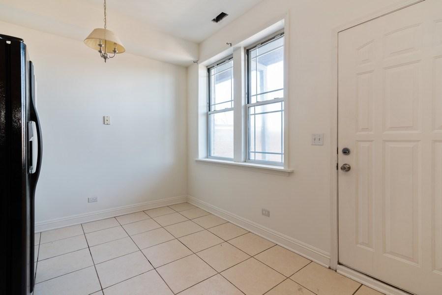 Real Estate Photography - 927 W. Brummel Street #3, Evanston, IL, 60201 - Kitchen