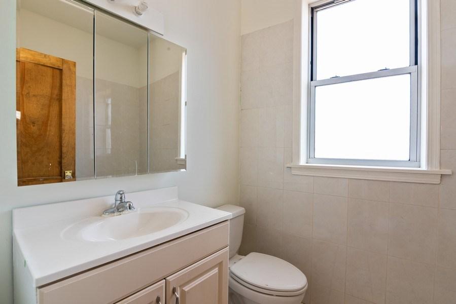 Real Estate Photography - 927 W. Brummel Street #3, Evanston, IL, 60201 - Bathroom