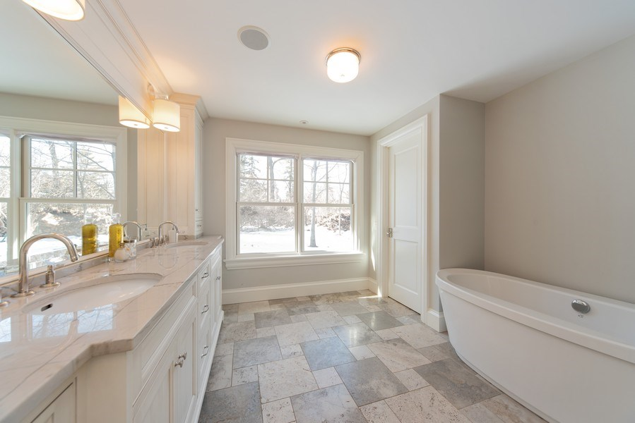 Real Estate Photography - 315 E Hawthorne St, Arlington Heights, IL, 60004 - Master Bathroom