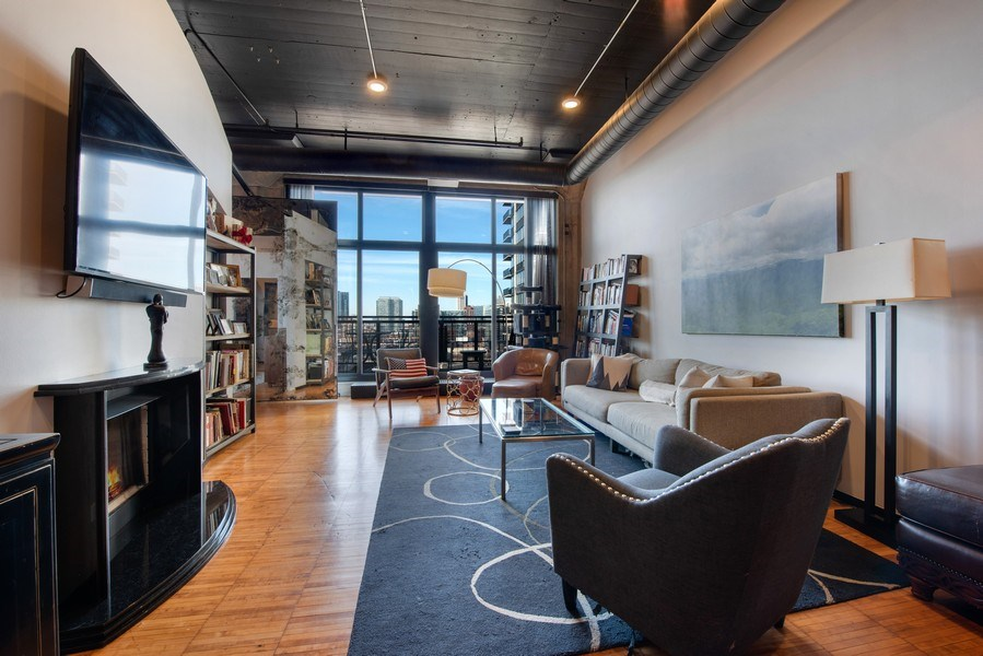 Real Estate Photography - 728 W. Jackson Blvd., Unit 1003, Chicago, IL, 60661 - Living Room