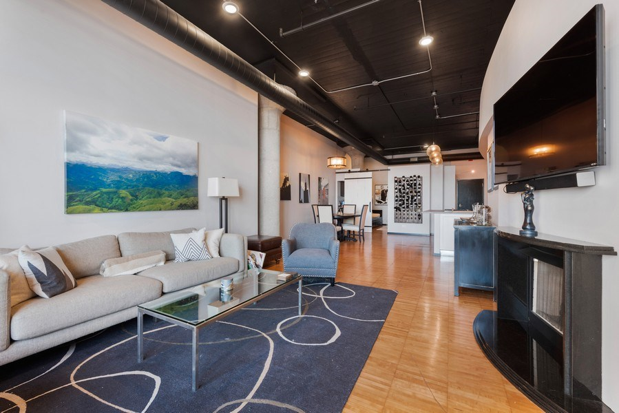 Real Estate Photography - 728 W. Jackson Blvd., Unit 1003, Chicago, IL, 60661 - Kitchen / Living Room