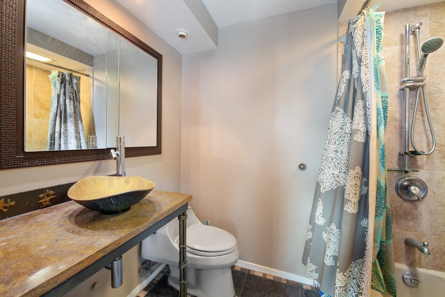 Real Estate Photography - 5701 N Sheridan Rd, Unit 29A, Chicago, IL, 60660 - Master Bathroom