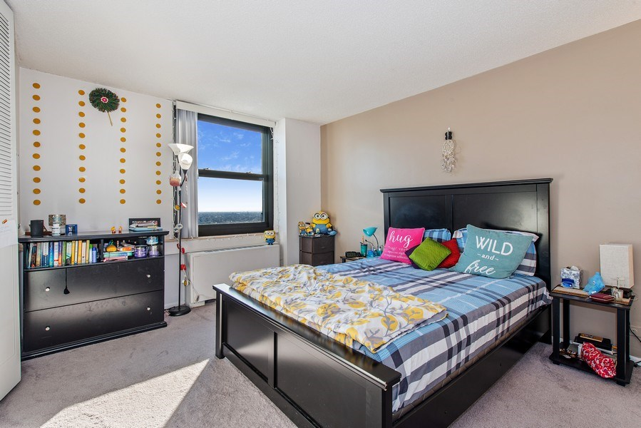 Real Estate Photography - 5701 N Sheridan Rd, Unit 29A, Chicago, IL, 60660 - 2nd Bedroom
