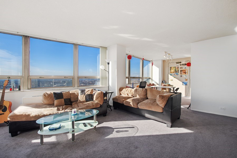 Real Estate Photography - 5701 N Sheridan Rd, Unit 29A, Chicago, IL, 60660 - Living Room