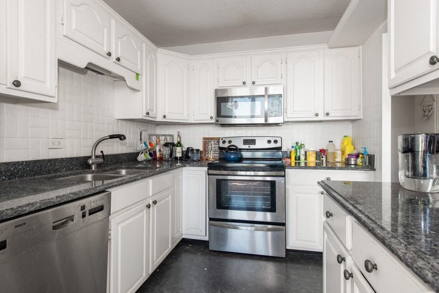 Real Estate Photography - 5701 N Sheridan Rd, Unit 29A, Chicago, IL, 60660 - Kitchen