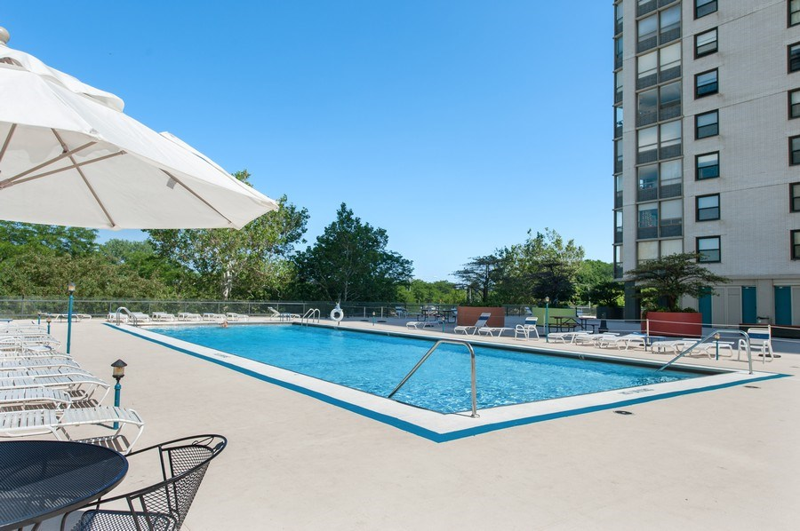 Real Estate Photography - 5701 N Sheridan Rd, Unit 29A, Chicago, IL, 60660 - Outdoor Pool
