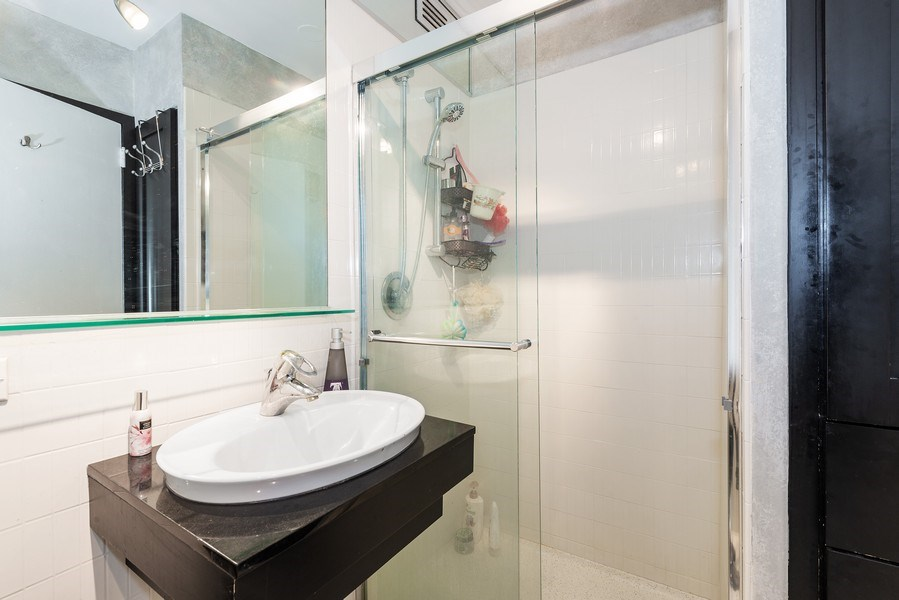 Real Estate Photography - 5701 N Sheridan Rd, Unit 29A, Chicago, IL, 60660 - 2nd Bathroom