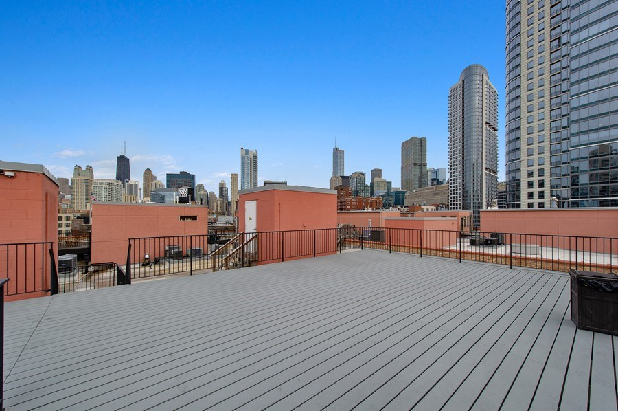 Real Estate Photography - 550 N Kingsbury St, unit 416, Chicago, IL, 60654 - Common Roof Deck