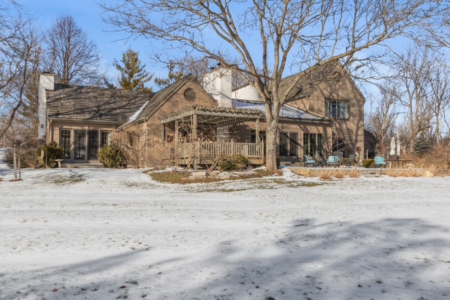 Real Estate Photography - 25130 N Cayuga Trail, Lake Barrington, IL, 60010 - Your Inviting Retreat