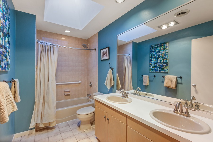 Real Estate Photography - 25130 N Cayuga Trail, Lake Barrington, IL, 60010 - Jack 'n Jill Bath