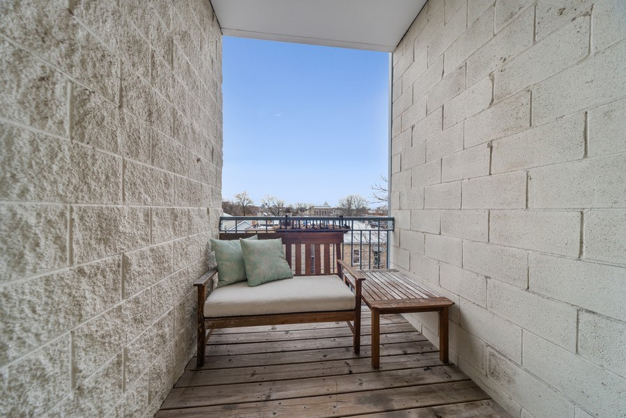 Real Estate Photography - 2115 W. Chicago #4, Chicago, IL, 60622 - Deck
