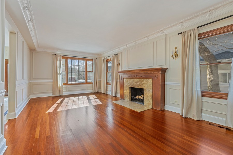 Real Estate Photography - 847 Ash, Winnetka, IL, 60093 - Living Room