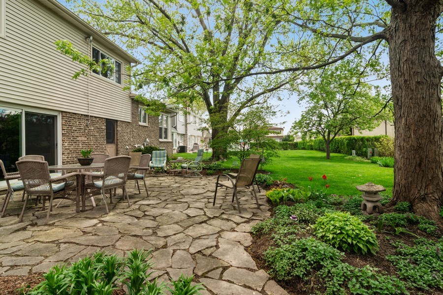 Real Estate Photography - 2308 N Evergreen, Arlington Heights, IL, 60004 - Side View