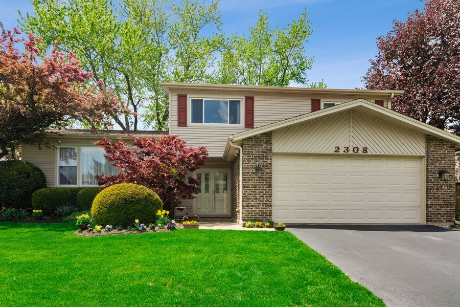 Real Estate Photography - 2308 N Evergreen, Arlington Heights, IL, 60004 - Exterior