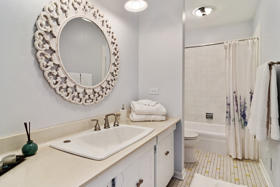 Real Estate Photography - 2308 N Evergreen, Arlington Heights, IL, 60004 - Bathroom