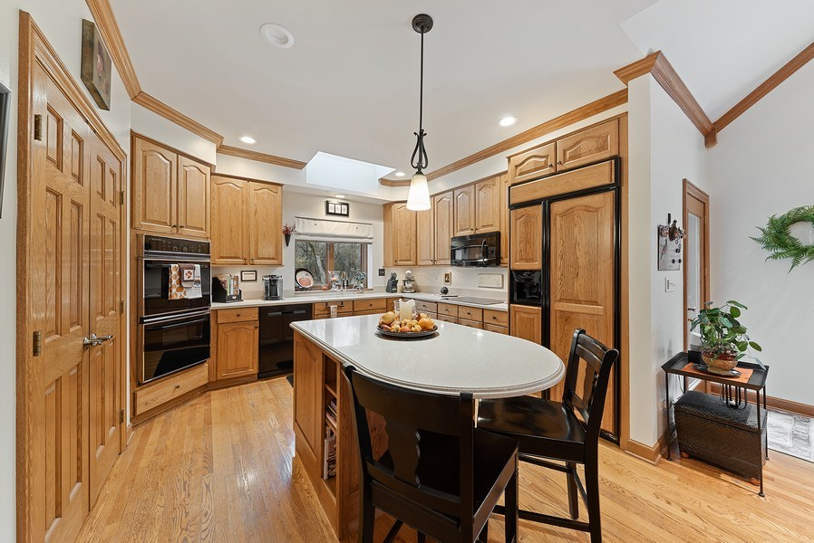 Real Estate Photography - 1 Burning Oak Trail, Barrington Hills, IL, 60010 - Kitchen