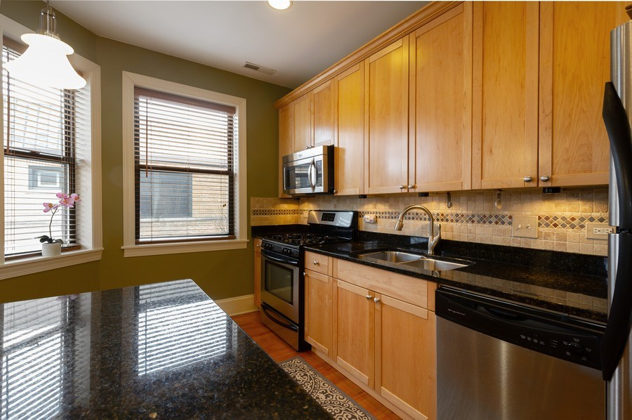 Real Estate Photography - 7633 N Greenview, 3W, Chicago, IL, 60626 - Kitchen