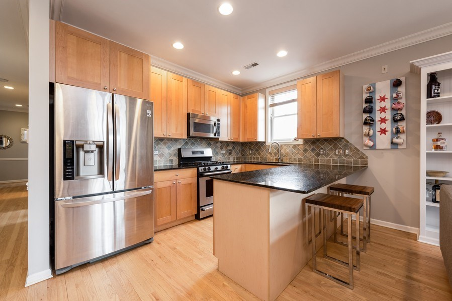Real Estate Photography - 4704 N Kenmore Avenue 3A, Chicago, IL, 60640 - Kitchen