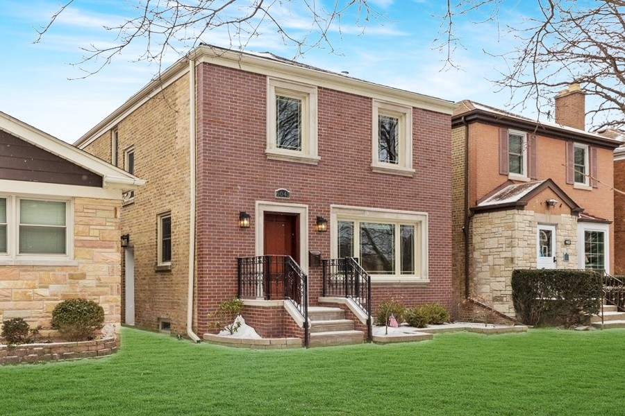 Real Estate Photography - 6041 N St Louis Ave, Chicago, IL, 60659 -