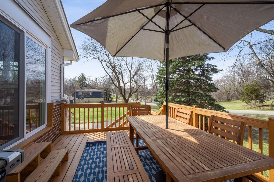 Real Estate Photography - 1202 Prairie Ave, Barrington, IL, 60010 - Deck