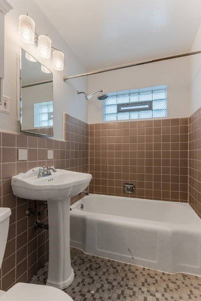 Real Estate Photography - 2535 Asbury Ct, Evanston, IL, 60201 - Bathroom