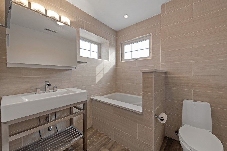 Real Estate Photography - 2917 N Hoyne, Chicago, IL, 60618 - Master Bathroom