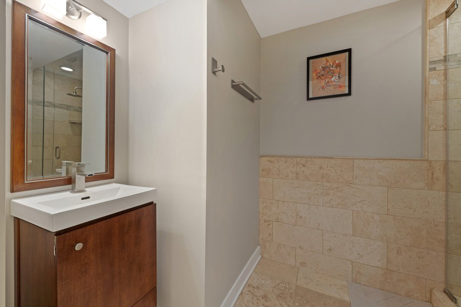 Real Estate Photography - 2917 N Hoyne, Chicago, IL, 60618 - Bathroom