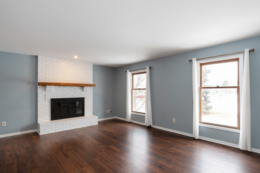 Real Estate Photography - 31649 Rein Court, Libertyville, IL, 60048 - Living Room