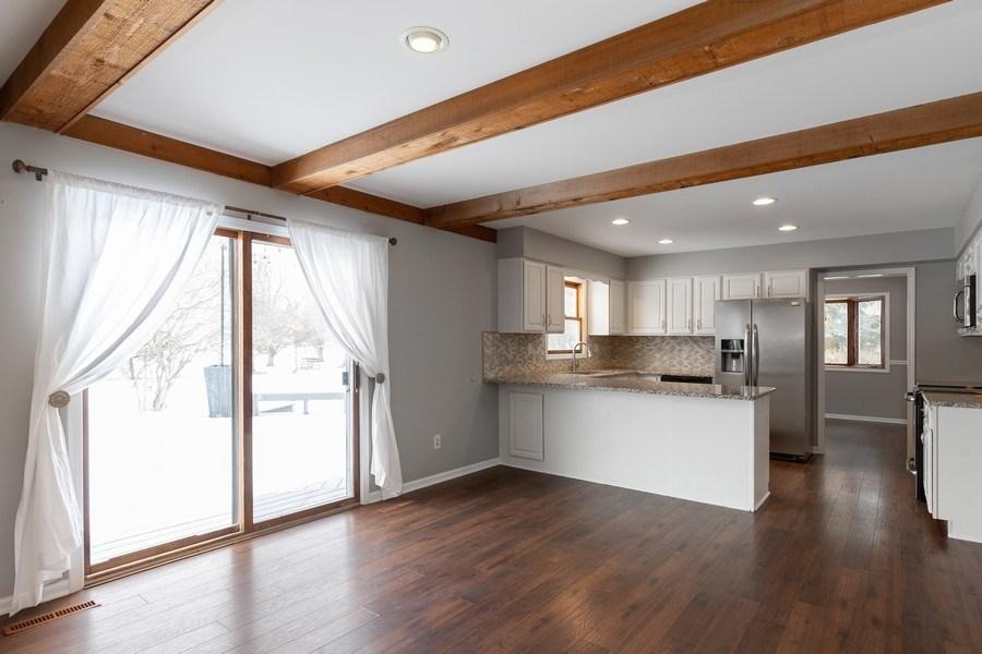 Real Estate Photography - 31649 Rein Court, Libertyville, IL, 60048 - Kitchen / Breakfast Room