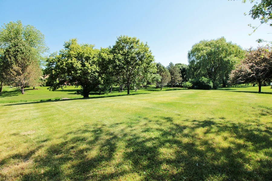 Real Estate Photography - 31649 Rein Court, Libertyville, IL, 60048 - Side Yard