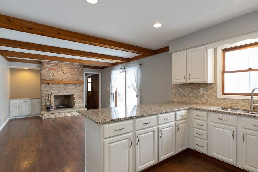 Real Estate Photography - 31649 Rein Court, Libertyville, IL, 60048 - Kitchen