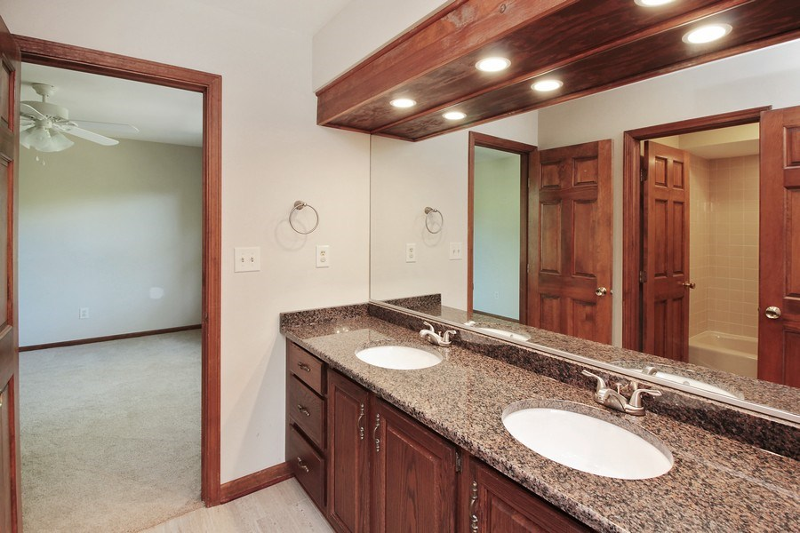 Real Estate Photography - 31649 Rein Court, Libertyville, IL, 60048 - Bathroom