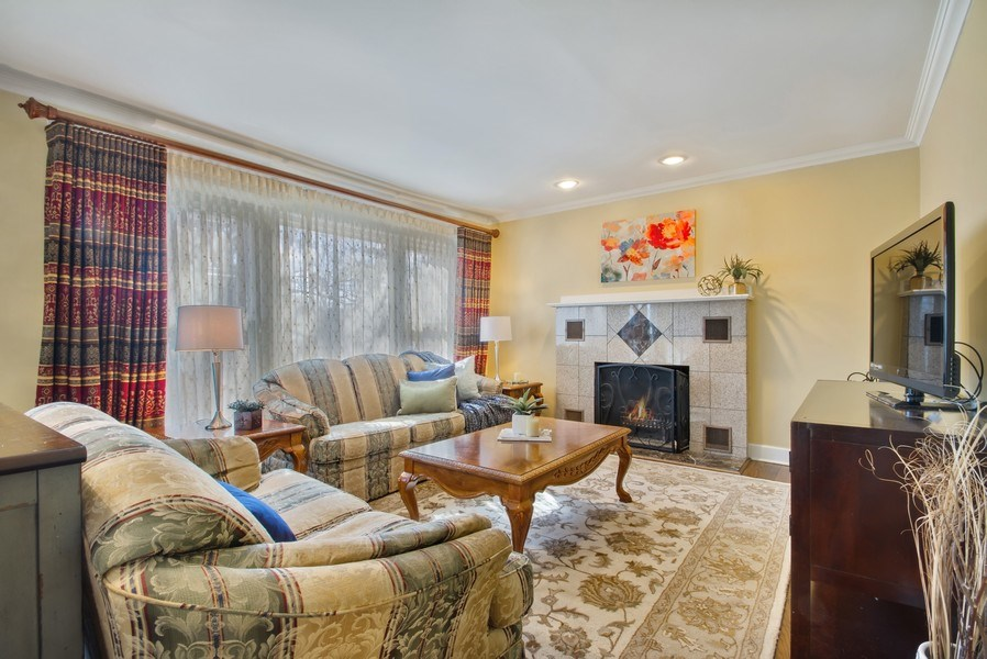 Real Estate Photography - 3508 Countryside Ln, Glenview, IL, 60025 - Living Room