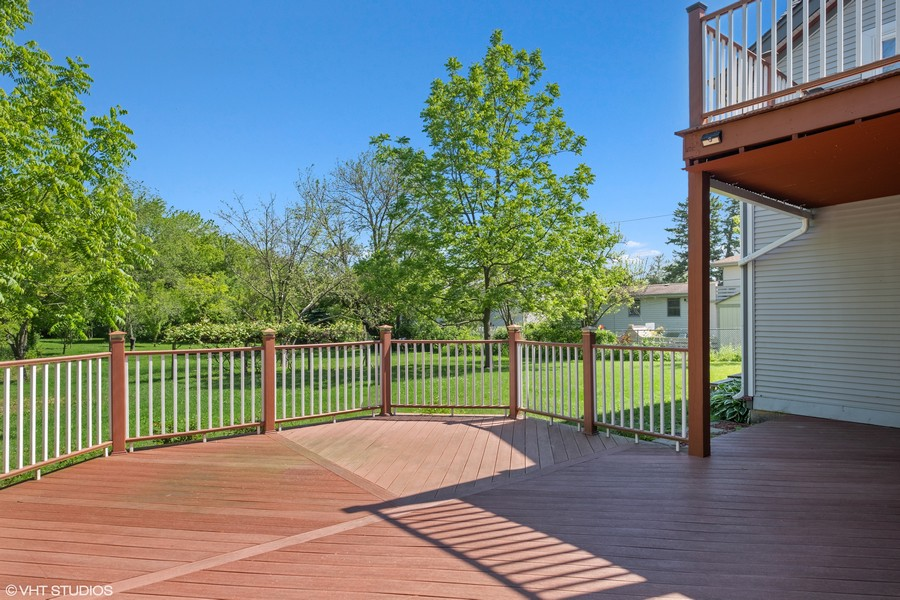 Real Estate Photography - 3508 Countryside Ln, Glenview, IL, 60025 - Deck