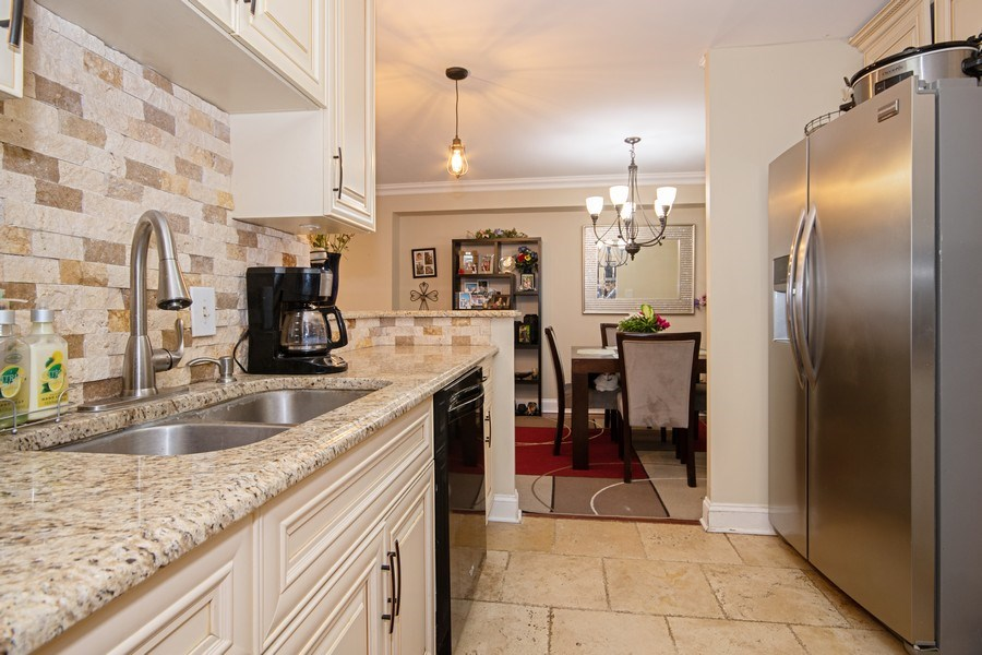 Real Estate Photography - 2201 S. Highland Ave. #3G, Lombard, IL, 60148 - Kitchen