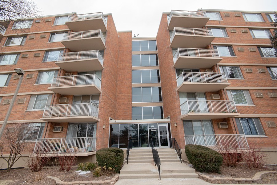 Real Estate Photography - 2201 S. Highland Ave. #3G, Lombard, IL, 60148 - Front View
