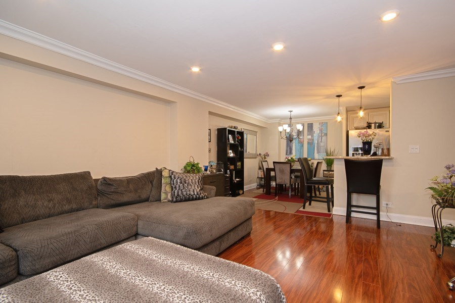 Real Estate Photography - 2201 S. Highland Ave. #3G, Lombard, IL, 60148 - Living Room / Dining Room