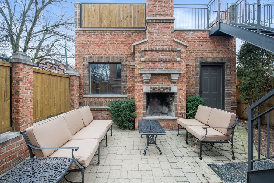 Real Estate Photography - 2153 W Cornelia Ave, Chicago, IL, 60618 - Patio