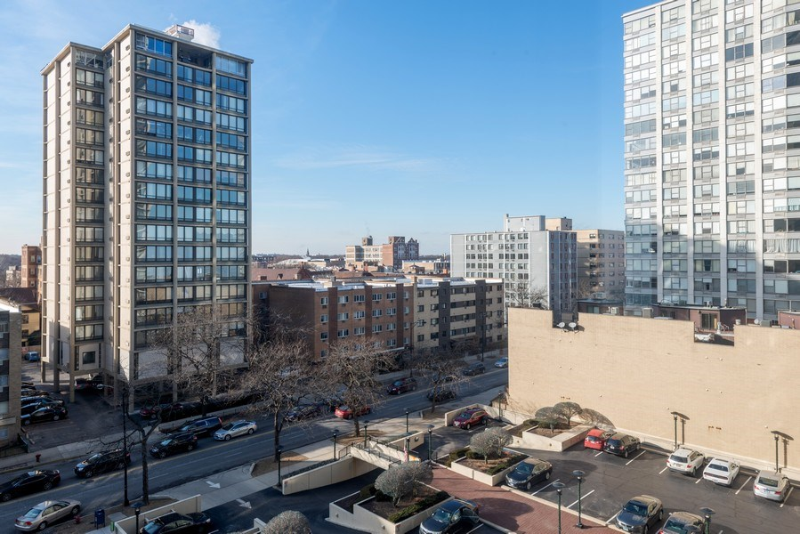 Real Estate Photography - 5701 N Sheridan, Unit 8F, Chicago, IL, 60660 - View