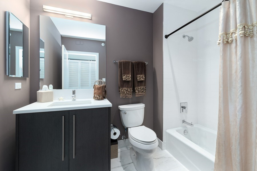 Real Estate Photography - 1201 S Prairie, 3101, Chicago, IL, 60605 - 3rd Bathroom