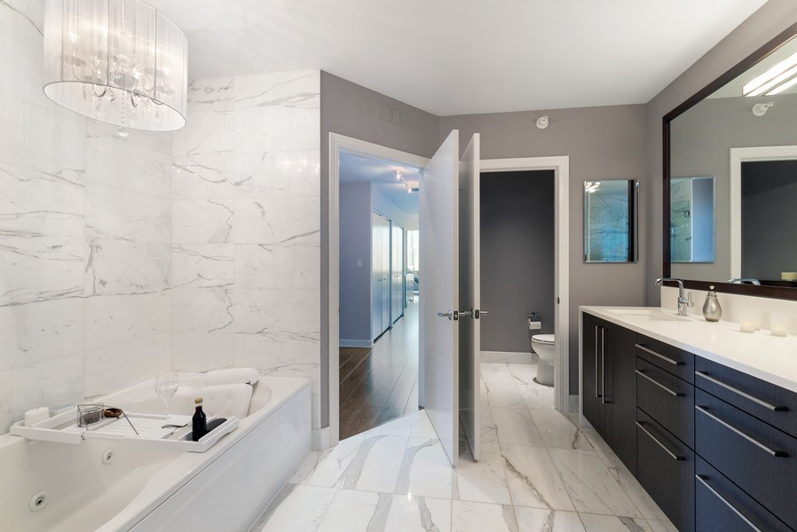 Real Estate Photography - 1201 S Prairie, 3101, Chicago, IL, 60605 - Master Bathroom