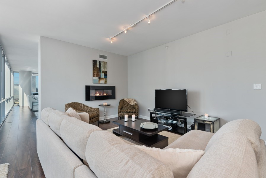 Real Estate Photography - 1201 S Prairie, 3101, Chicago, IL, 60605 - Family Room
