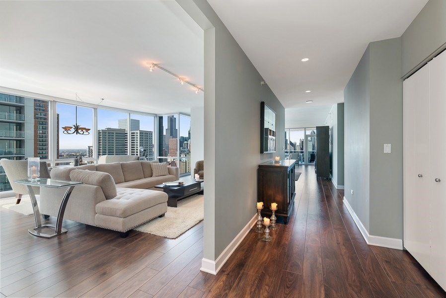 Real Estate Photography - 1201 S Prairie, 3101, Chicago, IL, 60605 - Foyer