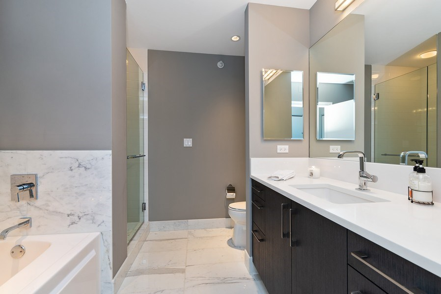 Real Estate Photography - 1201 S Prairie, 3101, Chicago, IL, 60605 - 2nd Bathroom