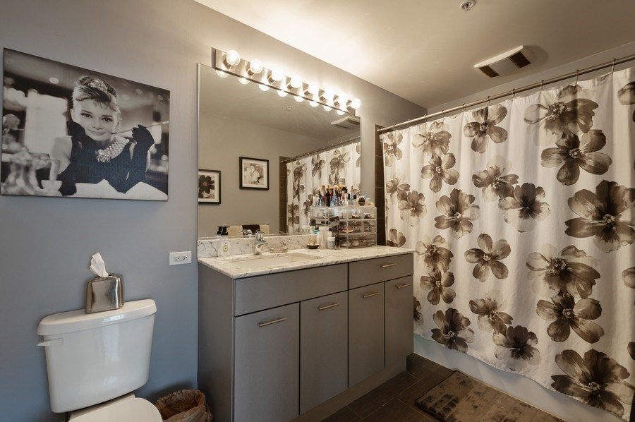 Real Estate Photography - 659 W Randolph, #909, Chicago, IL, 60661 - Master Bathroom